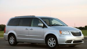 01-2011-chrysler-town-country-review